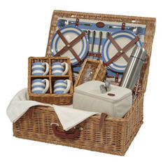 Elegant picnic basket with all the bells and whistles courtesy RobertoPieCollection