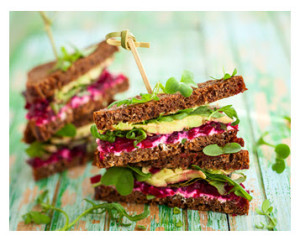 Sandwich with beets