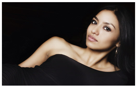 Exotic Beautiful Woman 570